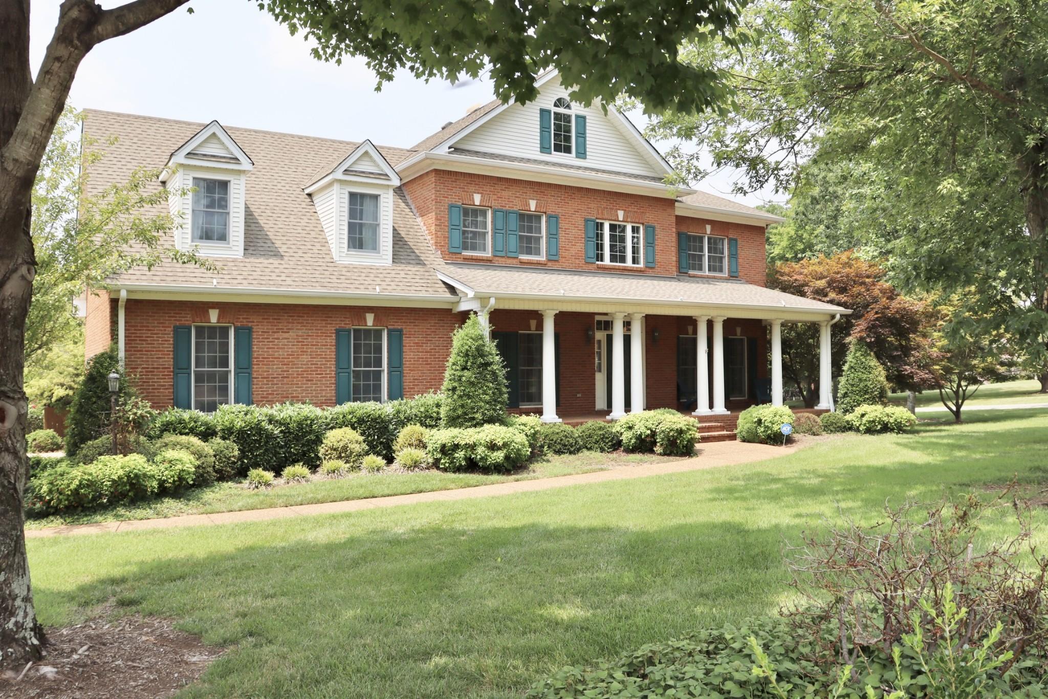 221 Woodlake Dr Property Photo