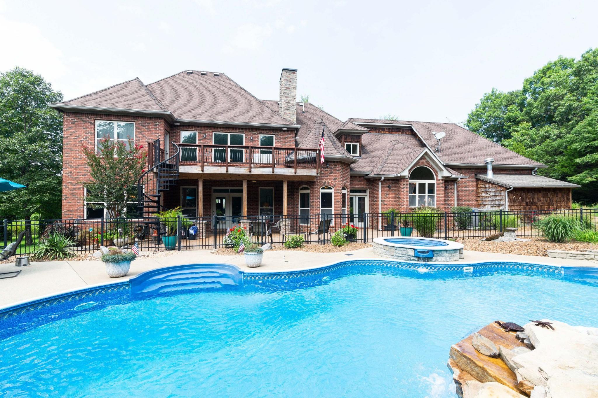 1039 Benton Harbor Blvd Property Photo 1