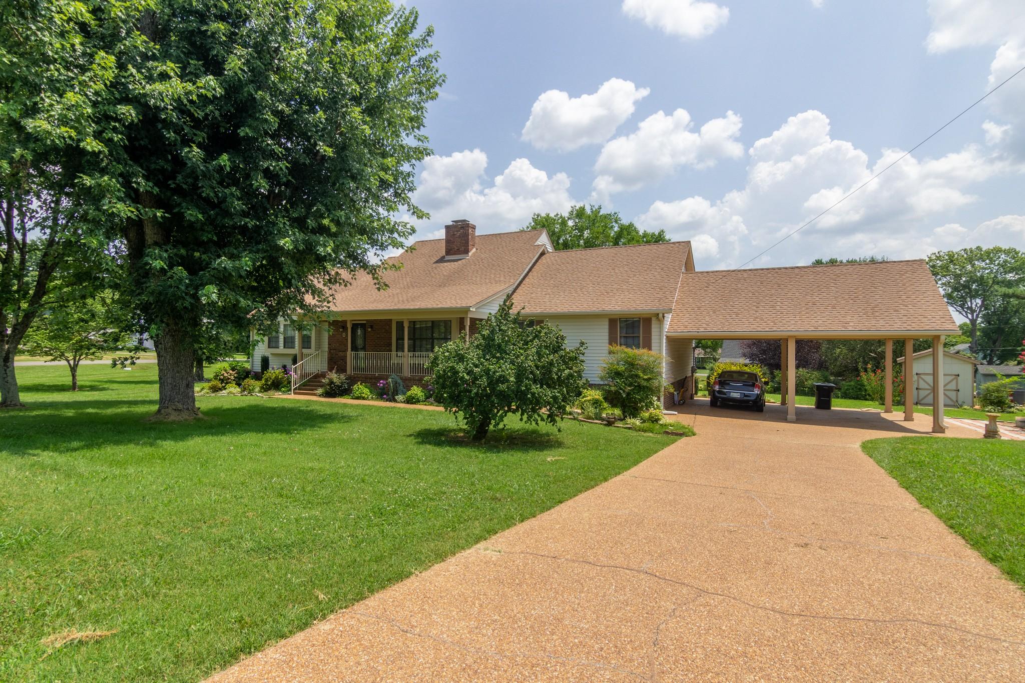 701 Oakwood Cir Property Photo 1