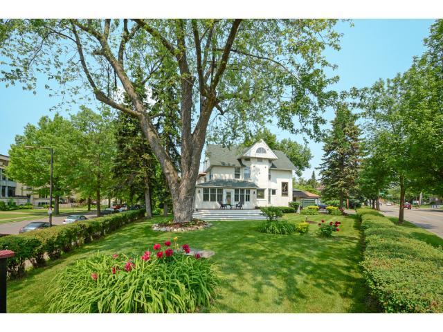 985 White Bear Avenue Place Property Photo