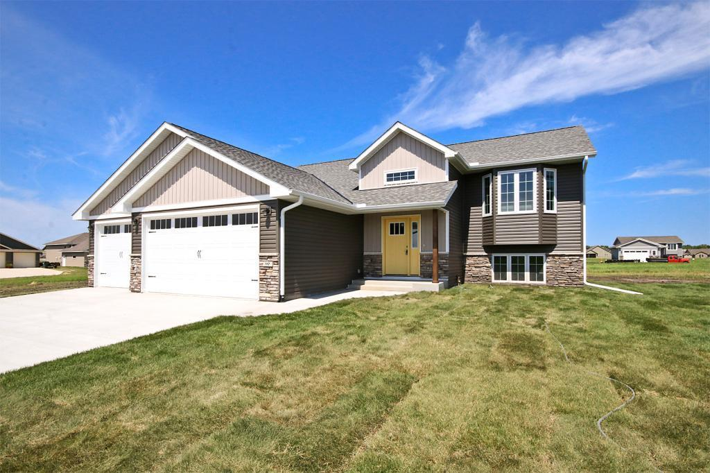 117 Eau Claire SE Property Photo - Hutchinson, MN real estate listing