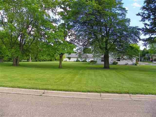 401 S Lake Street Property Photo