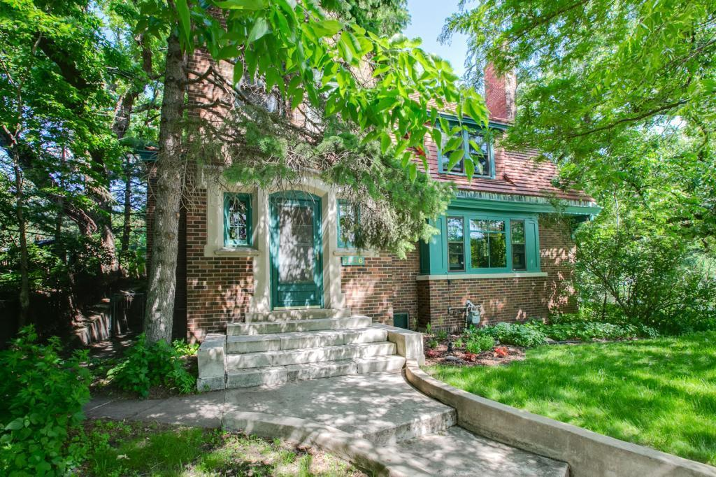 1446 Hythe Street Property Photo - Saint Paul, MN real estate listing