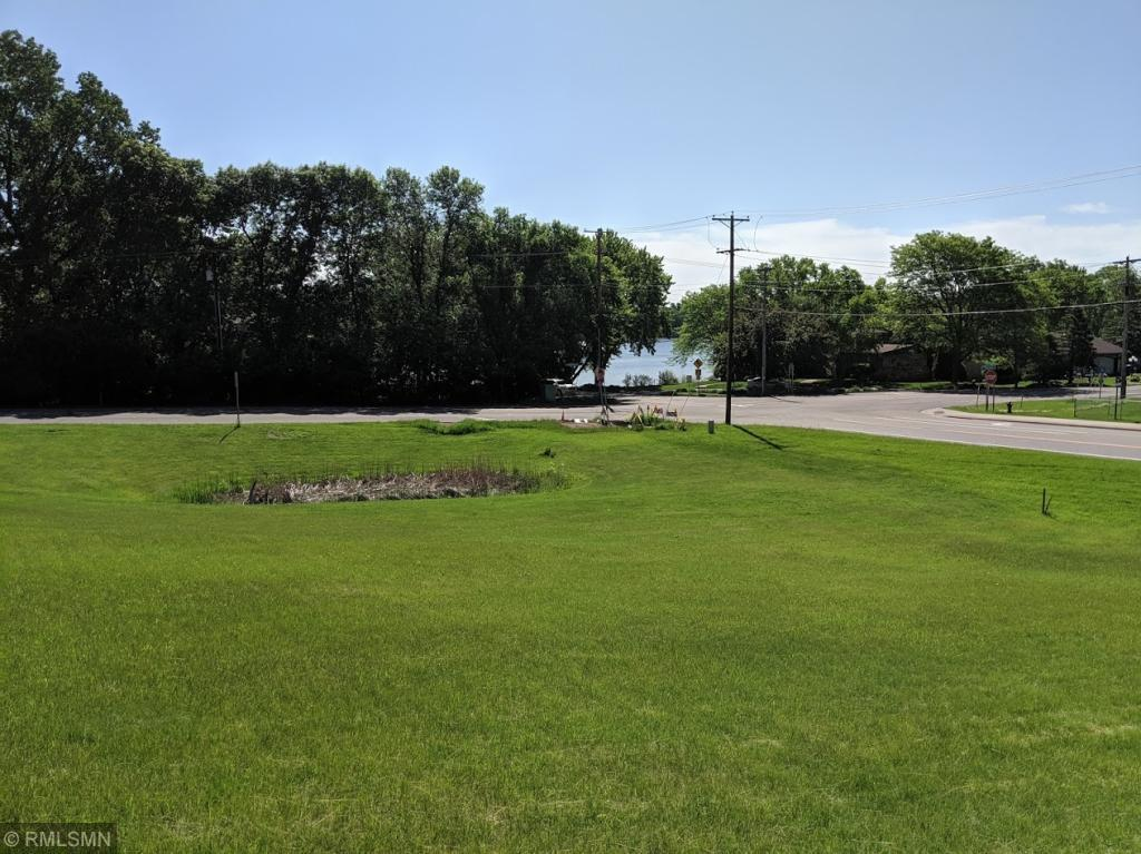 555 Little Canada Road E Property Photo