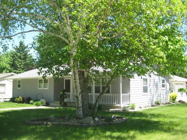 1702 Greenview Property Photo - Worthington, MN real estate listing