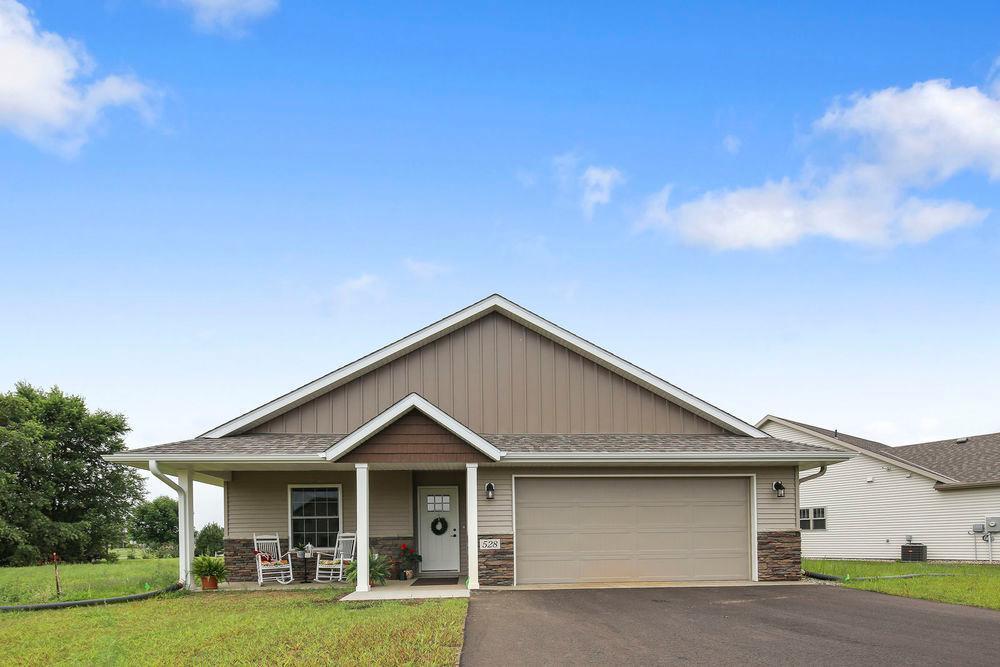 528 Graceview E Property Photo