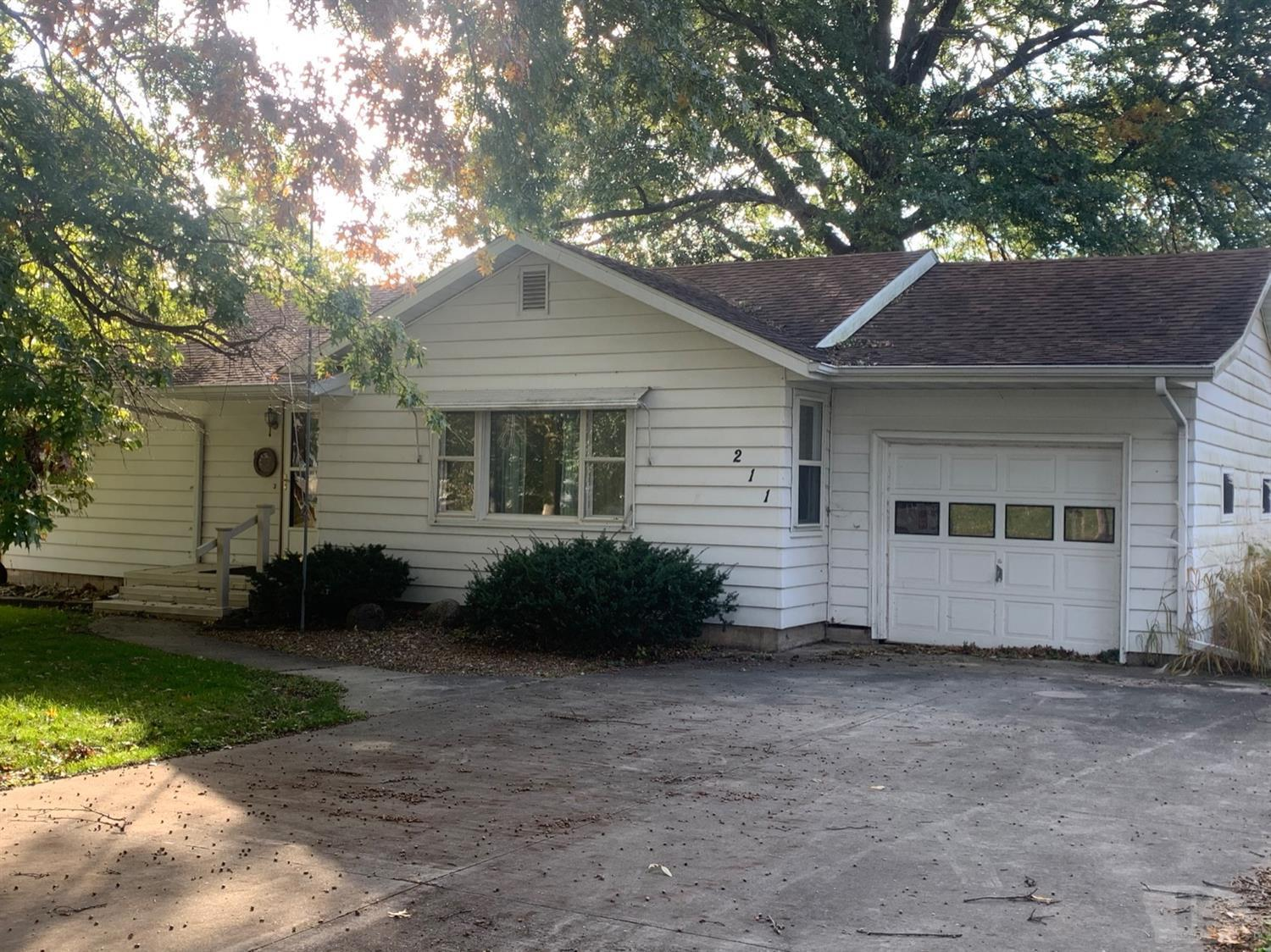 211 Wilson Property Photo - Mount Pleasant, IA real estate listing