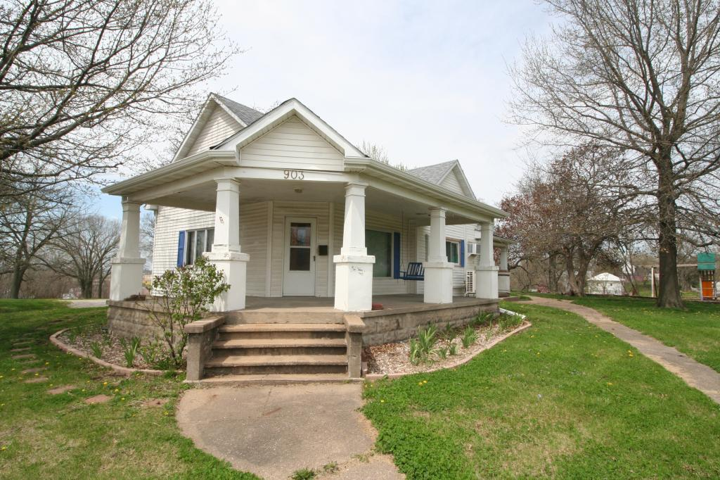 903 Maple Property Photo - Centerville, IA real estate listing