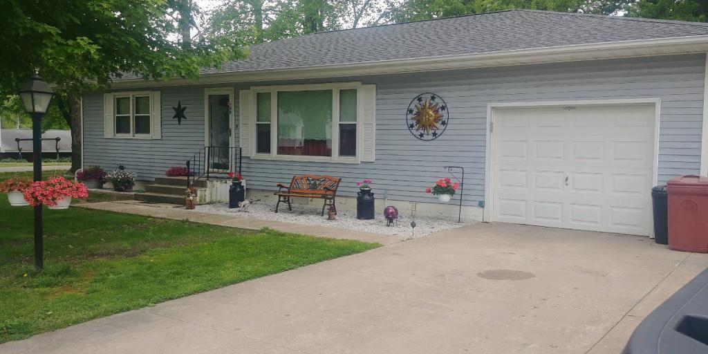 700 Center Property Photo - La Harpe, IL real estate listing