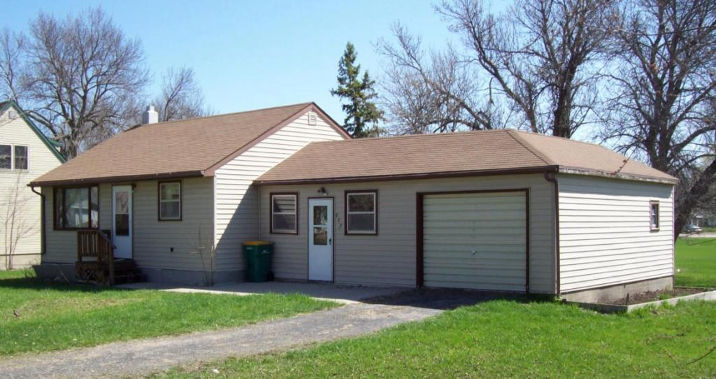 222 2nd Street E Property Photo - Clinton, MN real estate listing