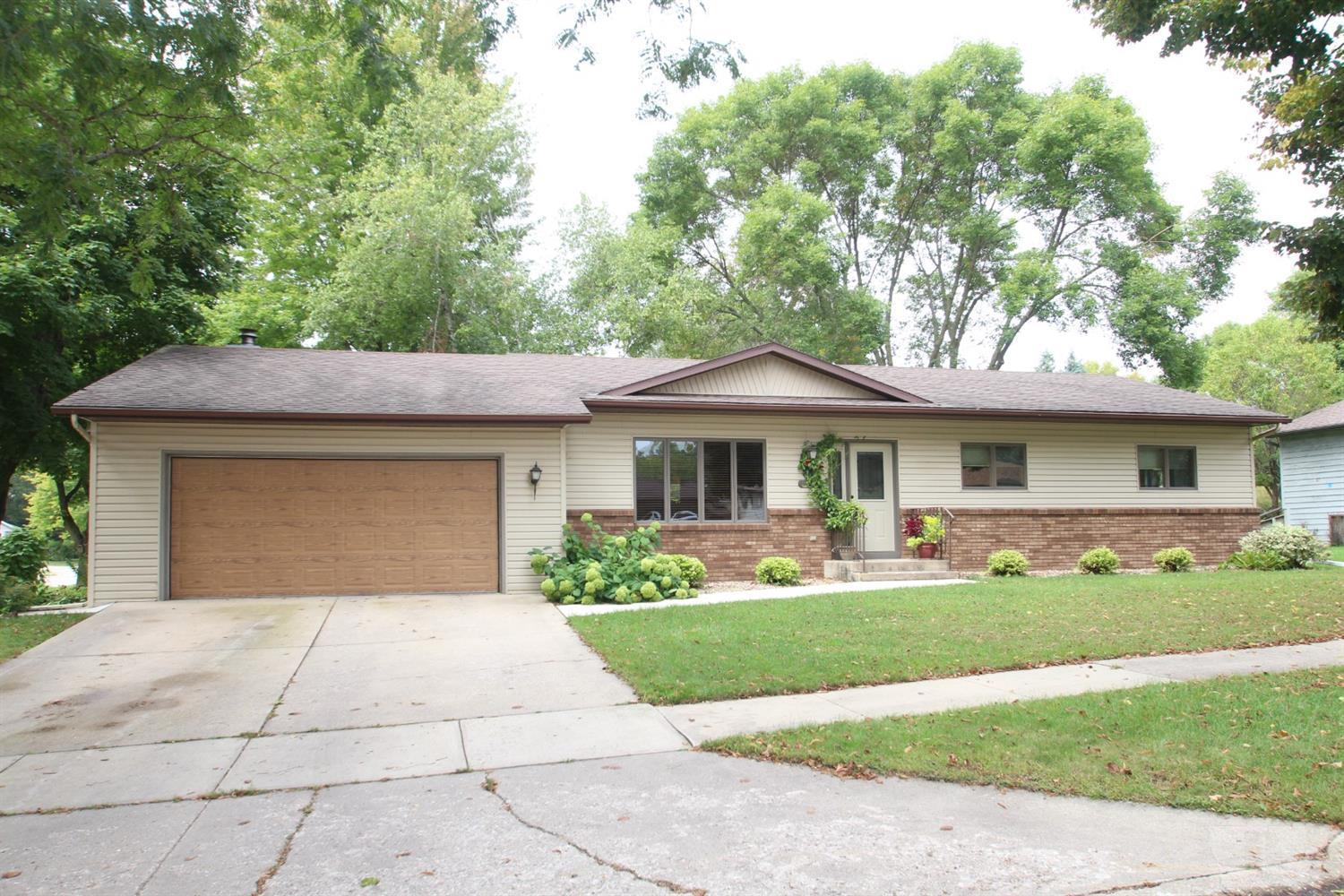 1100 Brentwood Property Photo - Mason City, IA real estate listing