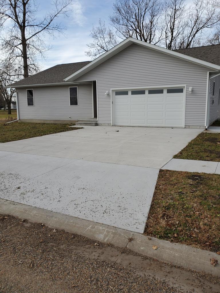 52638 Real Estate Listings Main Image