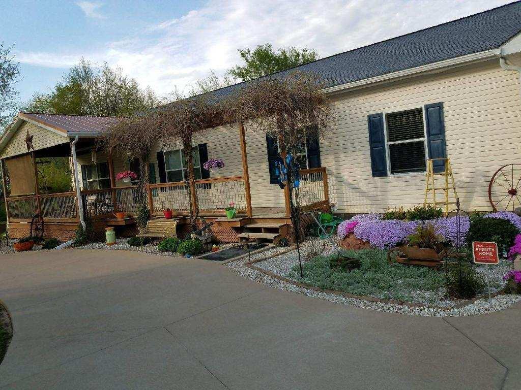 216 Conch Property Photo - La Harpe, IL real estate listing