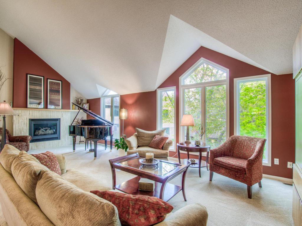 2829 Overlook Circle Property Photo - Bloomington, MN real estate listing