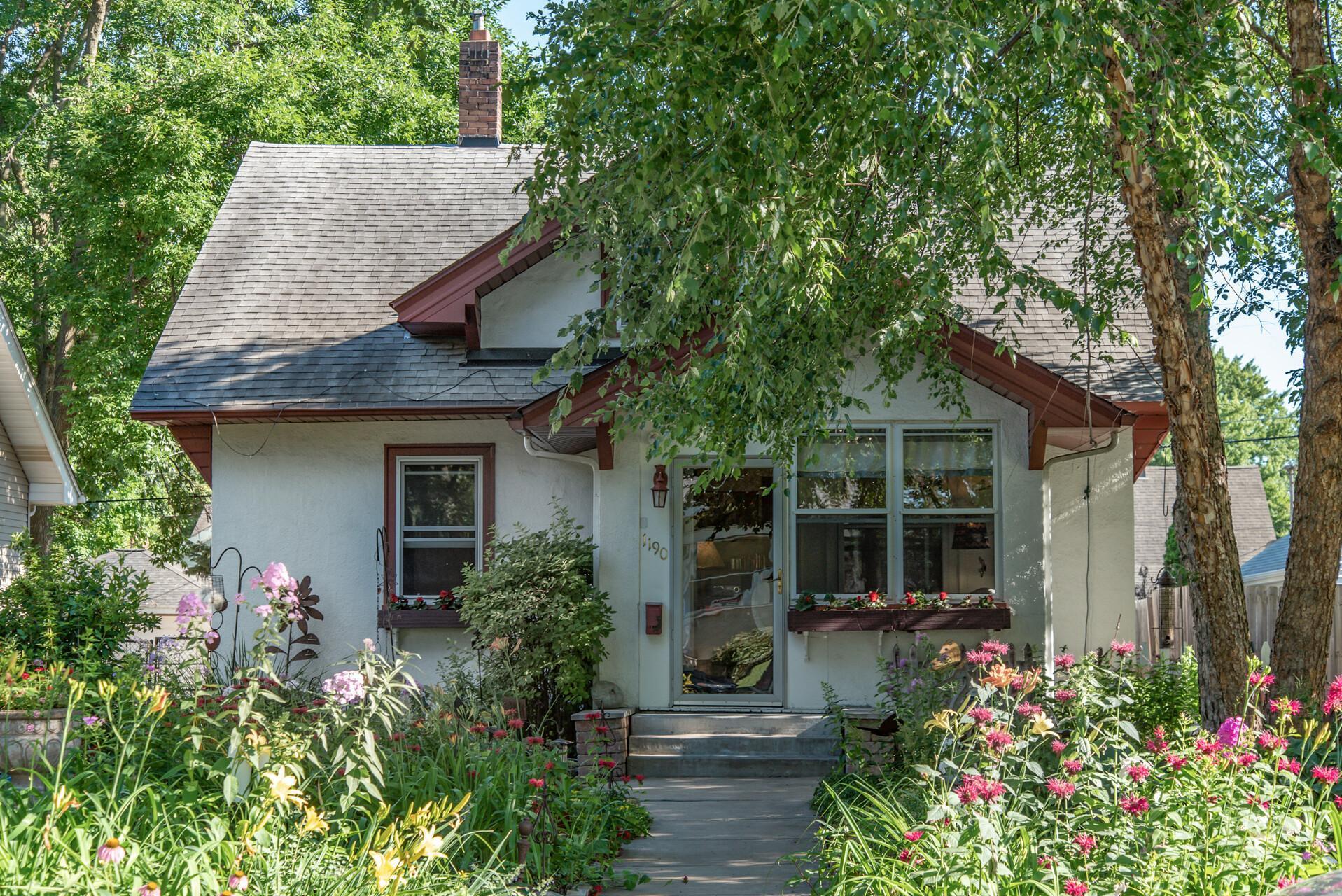 1190 Hawthorne E Property Photo - Saint Paul, MN real estate listing