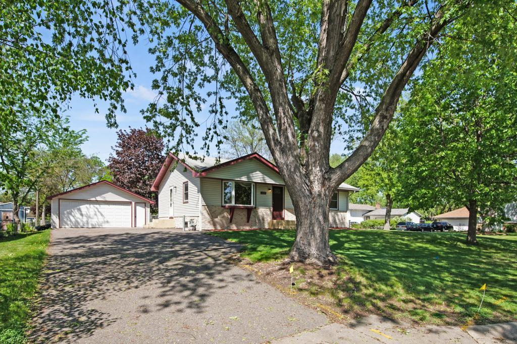 6500 75 1/2 N Property Photo