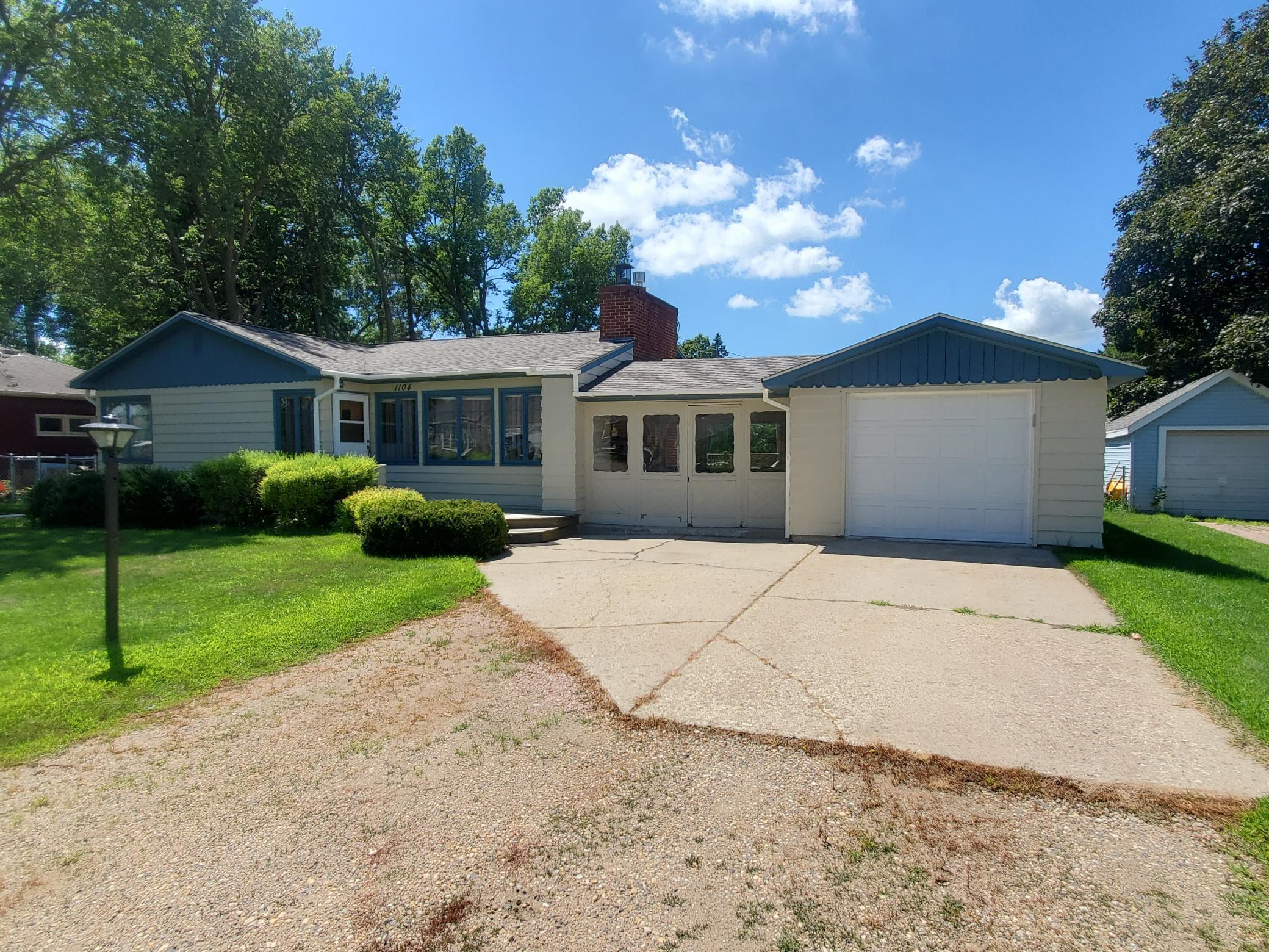 1104 4th Avenue SW Property Photo - Pipestone, MN real estate listing