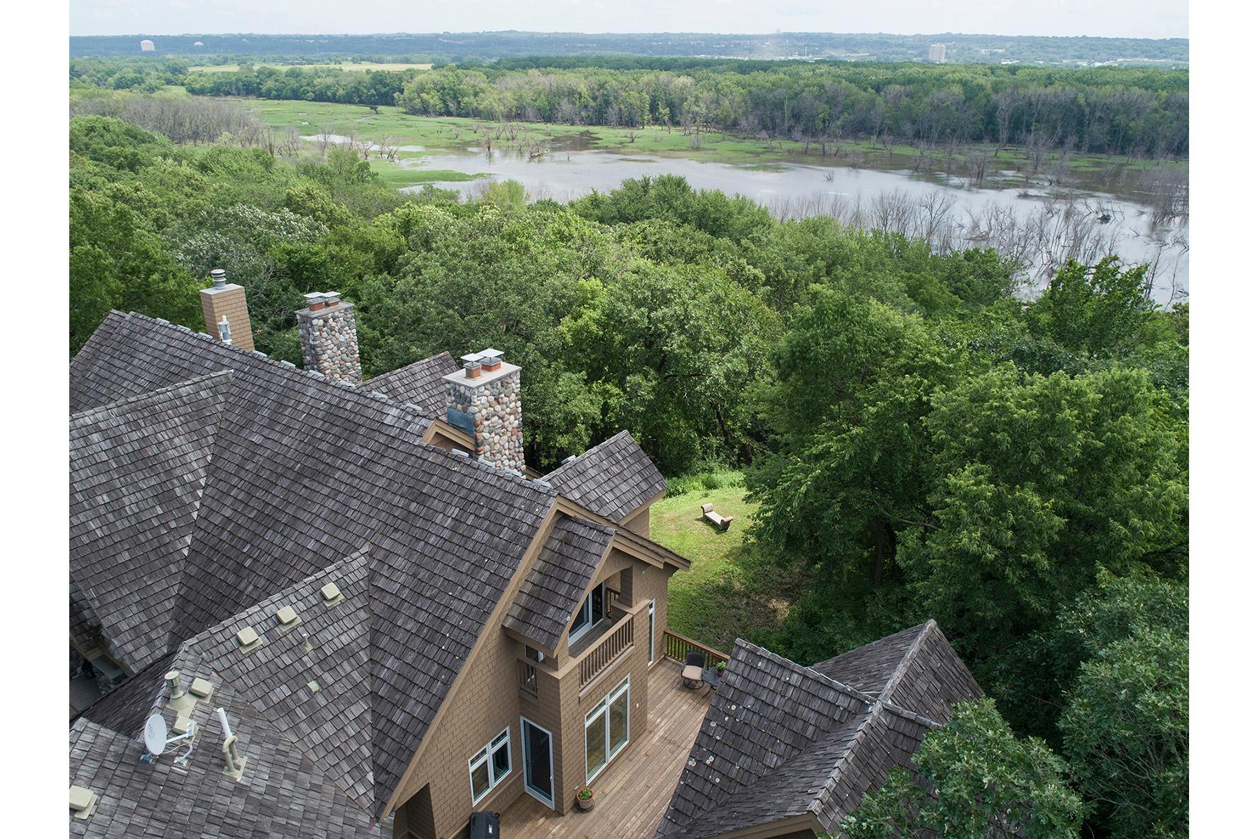 2833 Overlook Property Photo - Bloomington, MN real estate listing