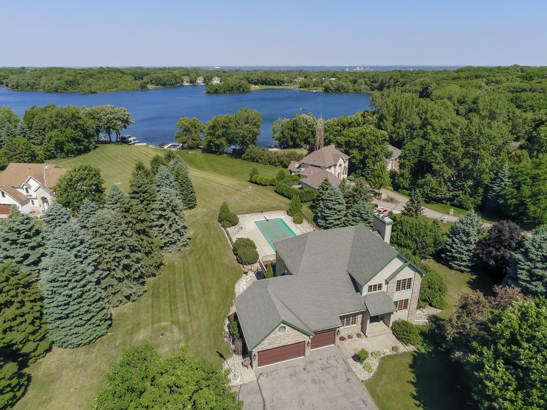 1371 Maxine Circle E Property Photo - Shakopee, MN real estate listing