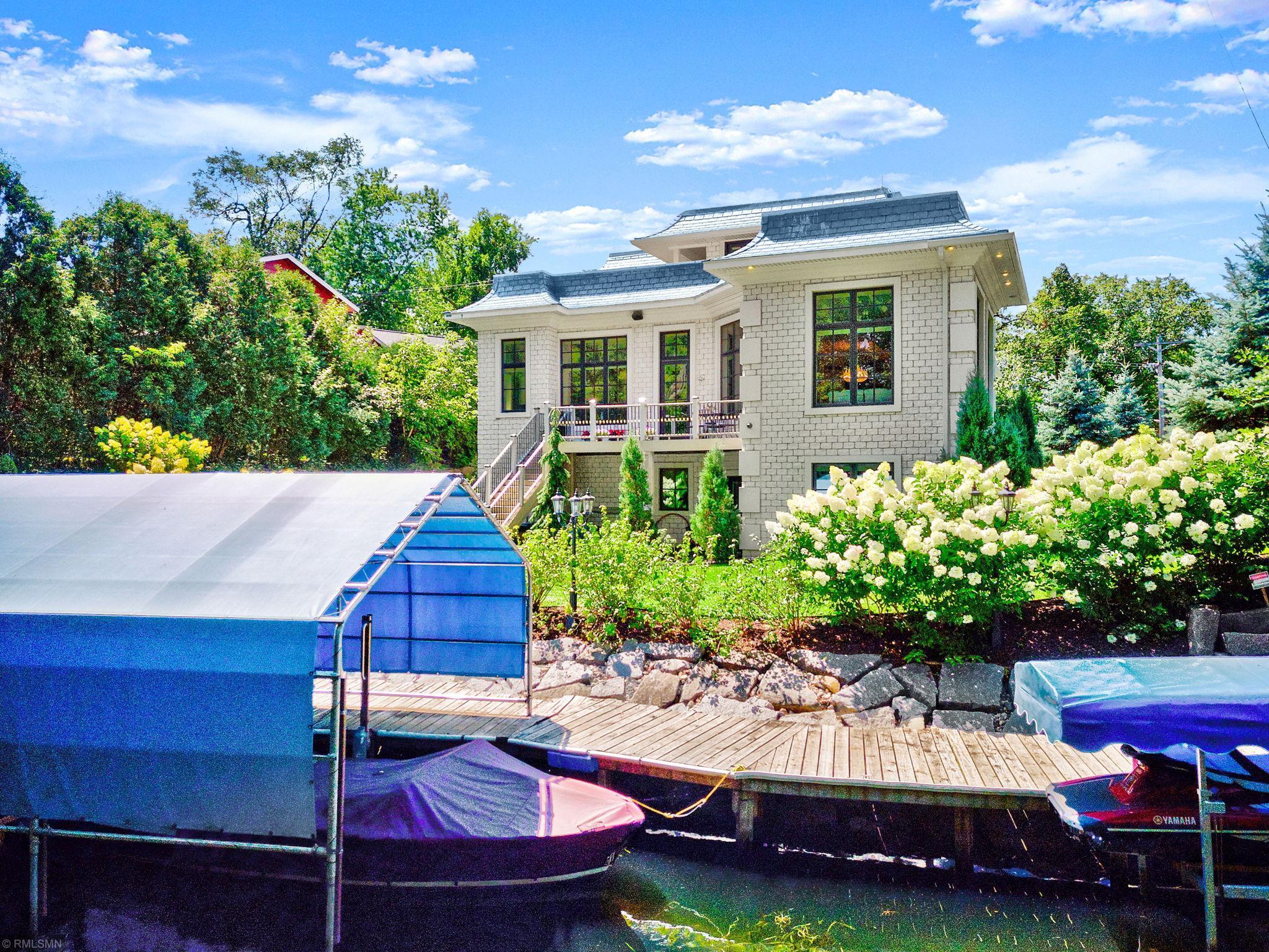 16901 Grays Bay Boulevard Property Photo - Minnetonka, MN real estate listing