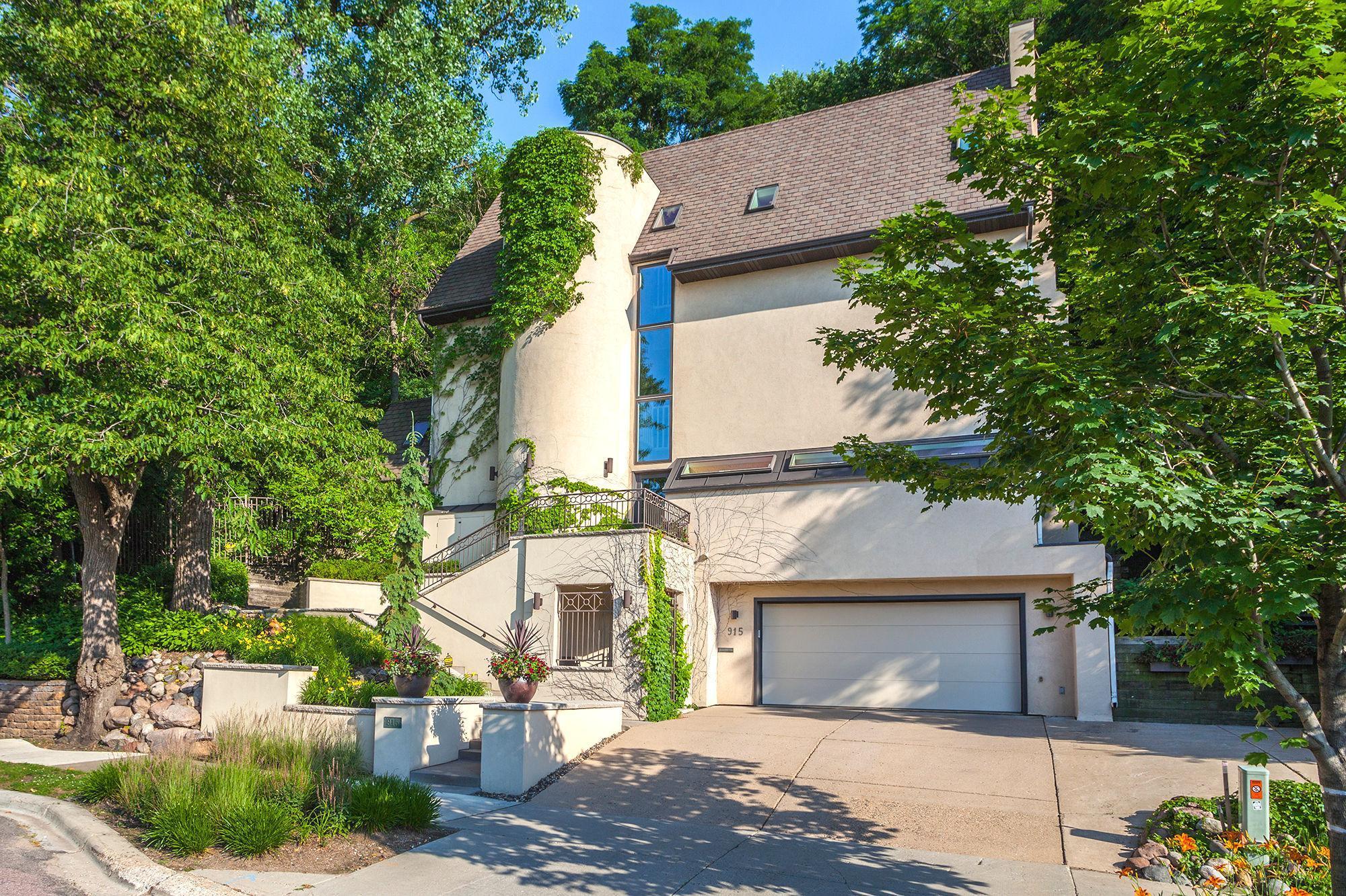 915 Kenwood Parkway Property Photo - Minneapolis, MN real estate listing