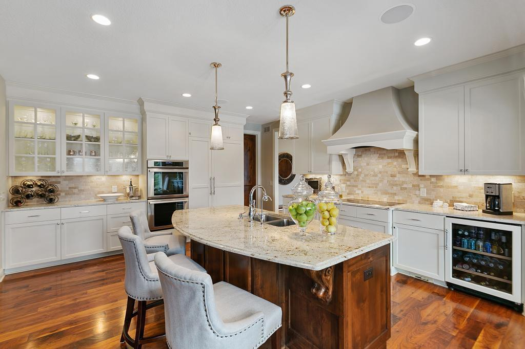 9941 Trails End Road Property Photo - Chanhassen, MN real estate listing