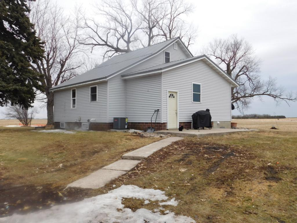 37331 County Road 17 Property Photo - Bird Island, MN real estate listing