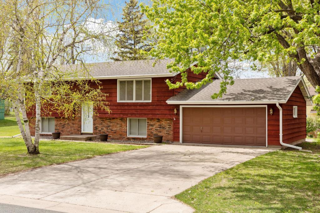 5175 Red Oak Property Photo - Mounds View, MN real estate listing