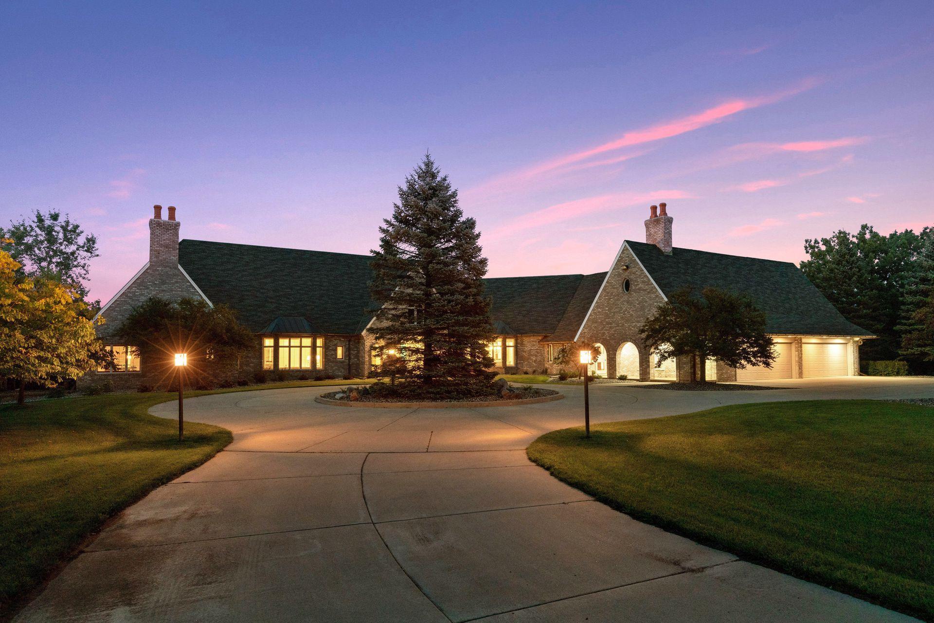 12151 Danbury Way Property Photo - Rosemount, MN real estate listing