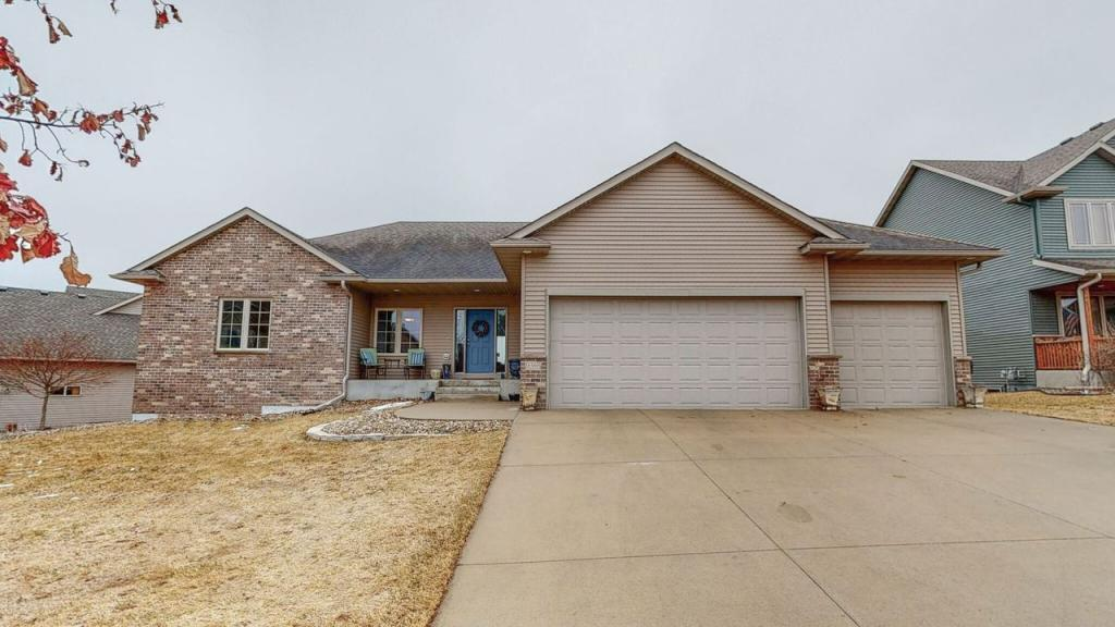 6389 Summit Pointe NW Property Photo - Rochester, MN real estate listing