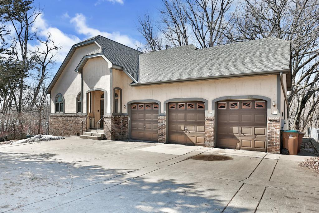 672 Glenbrook N Property Photo - Oakdale, MN real estate listing