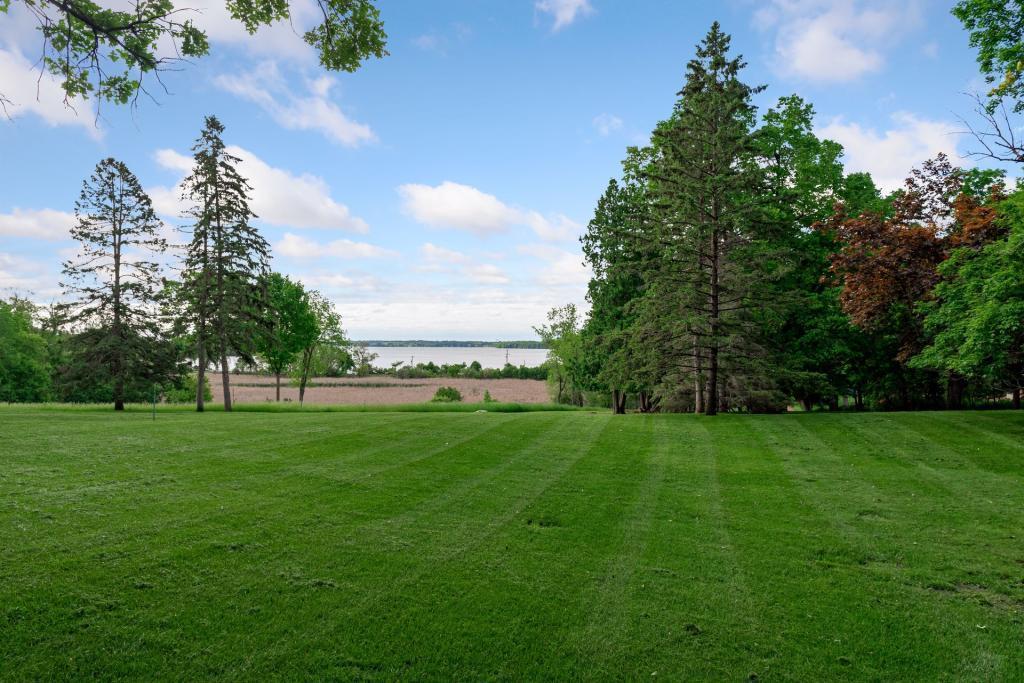 1800 Shoreline Drive Property Photo 1