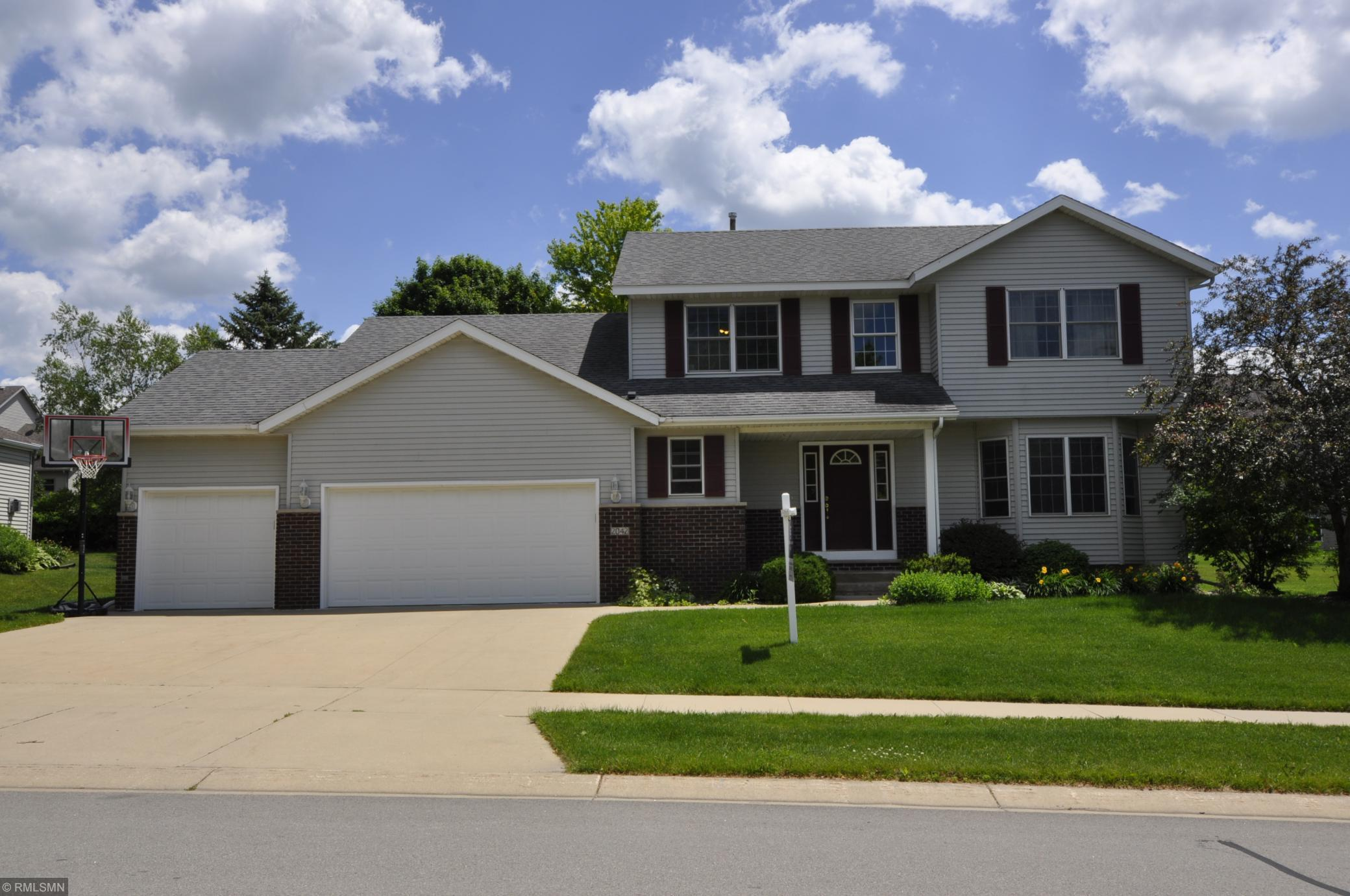 2042 Century Hills NE Property Photo - Rochester, MN real estate listing
