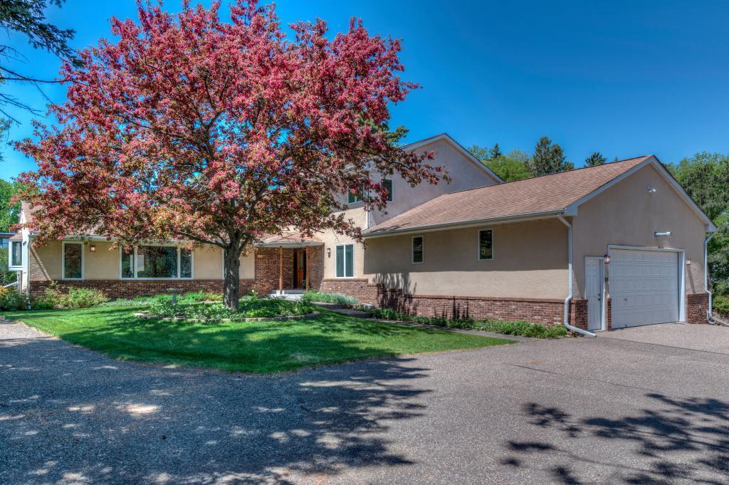 1047 County Road B W, Roseville, MN 55113 - Roseville, MN real estate listing