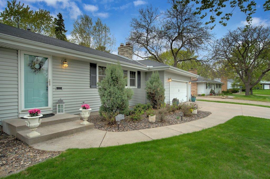 6308 Chowen S Property Photo - Edina, MN real estate listing