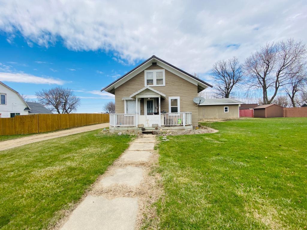 105 E Luverne Street Property Photo - Magnolia, MN real estate listing