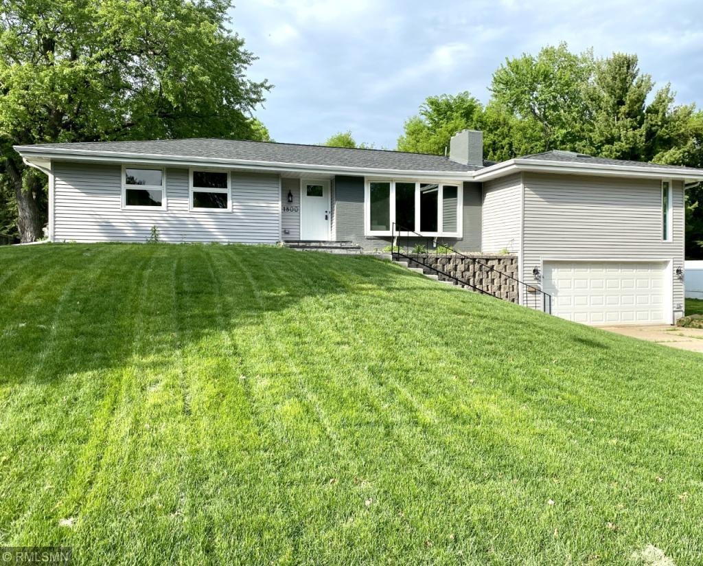 1800 Hampshire N Property Photo - Golden Valley, MN real estate listing