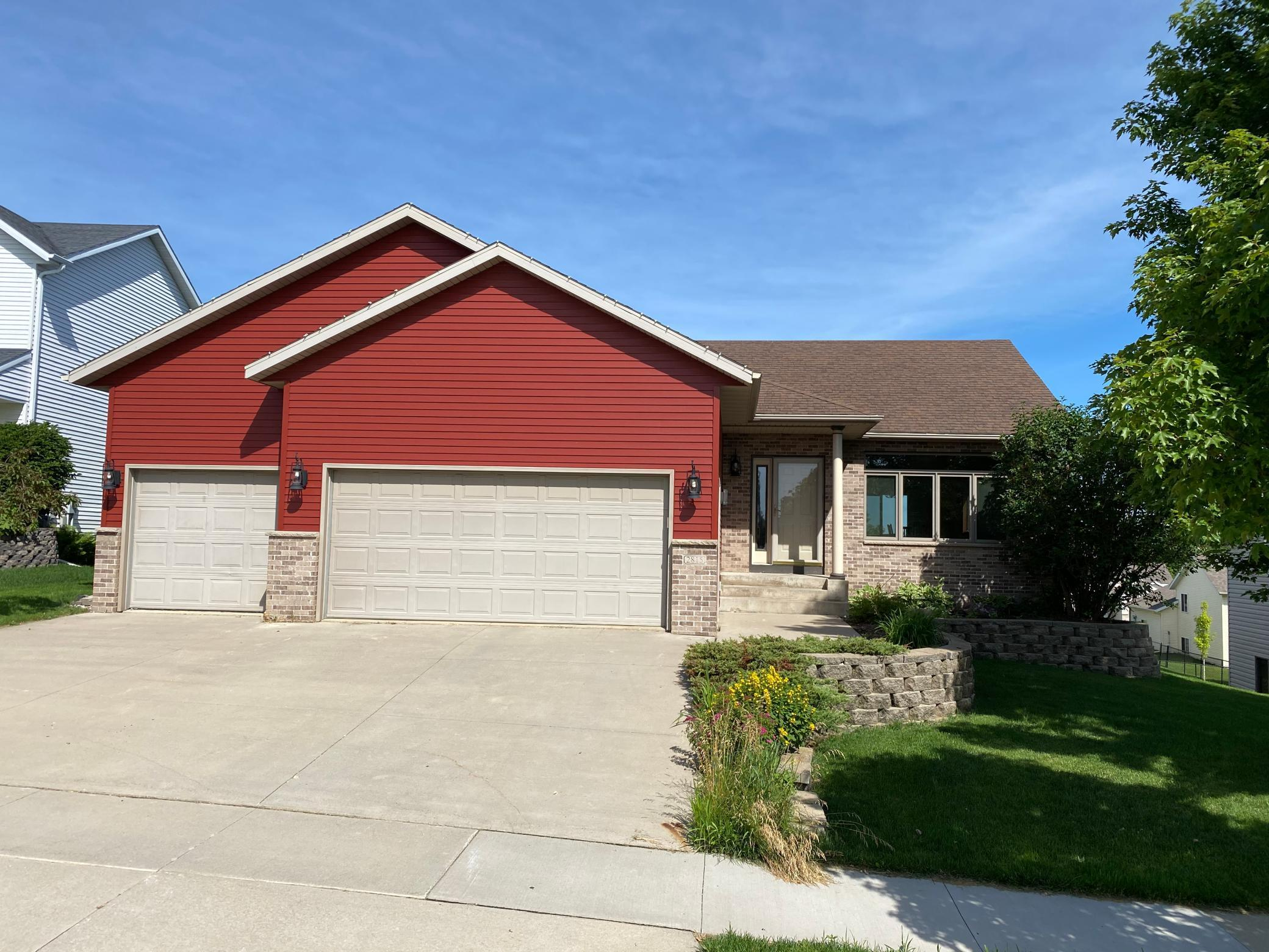 2815 Tomah NW Property Photo - Rochester, MN real estate listing