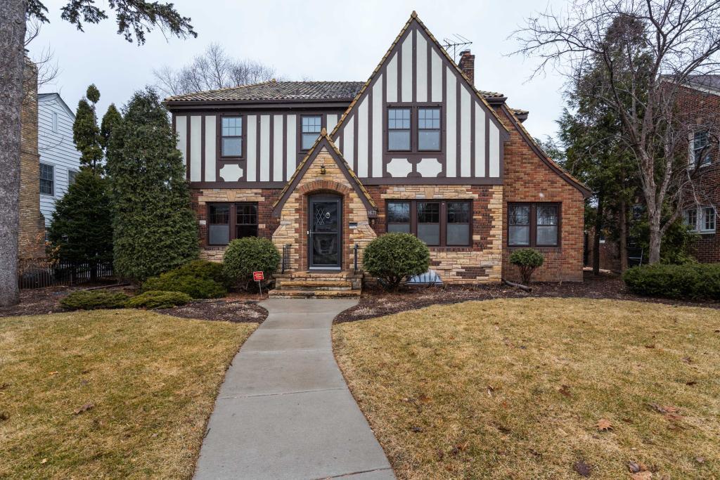 1671 Pinehurst Avenue Property Photo - Saint Paul, MN real estate listing