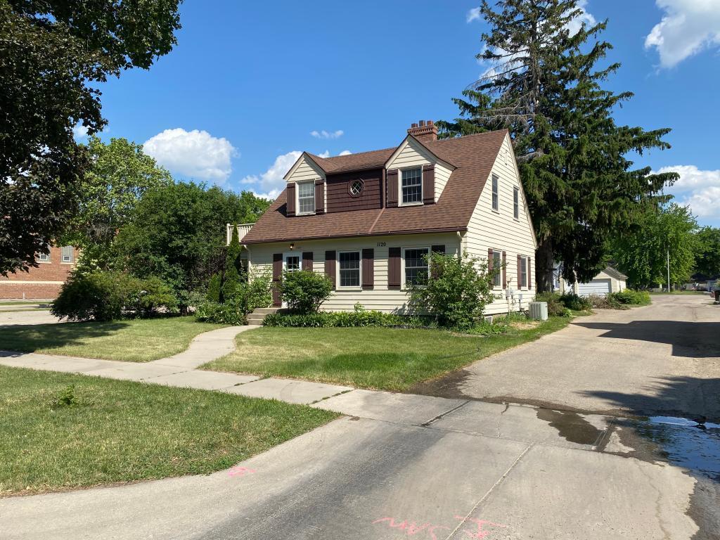 1120 8th Property Photo - Worthington, MN real estate listing