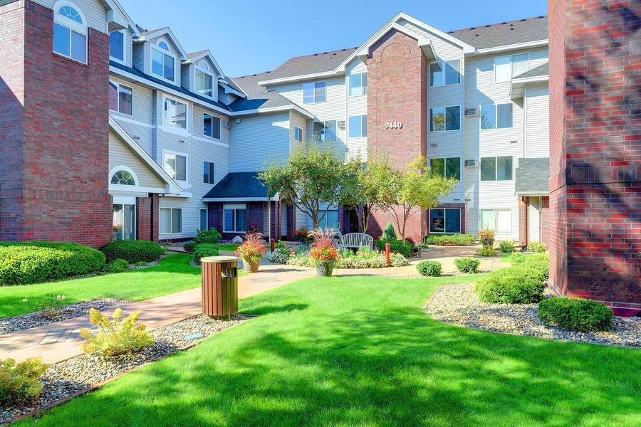 7440 Edinborough Way Property Photo - Edina, MN real estate listing