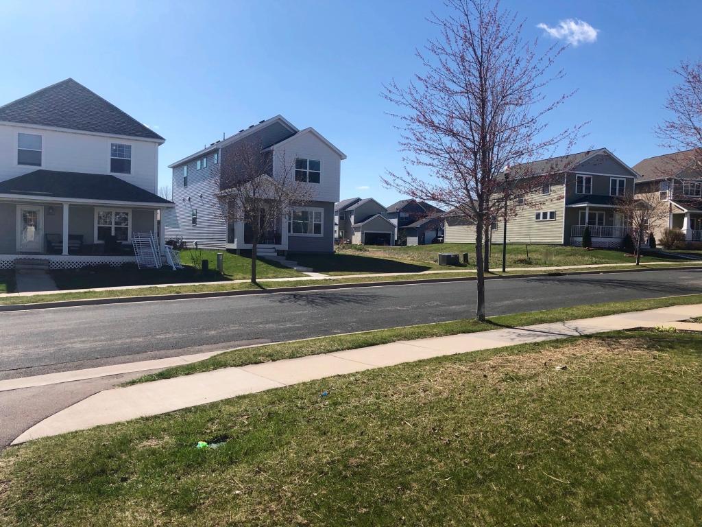 2914 Mark Twain Drive Property Photo - Chaska, MN real estate listing