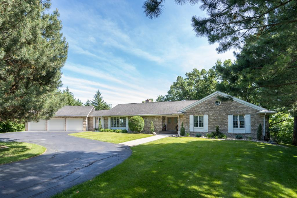 1569 Sherwood Drive Property Photo - North Mankato, MN real estate listing