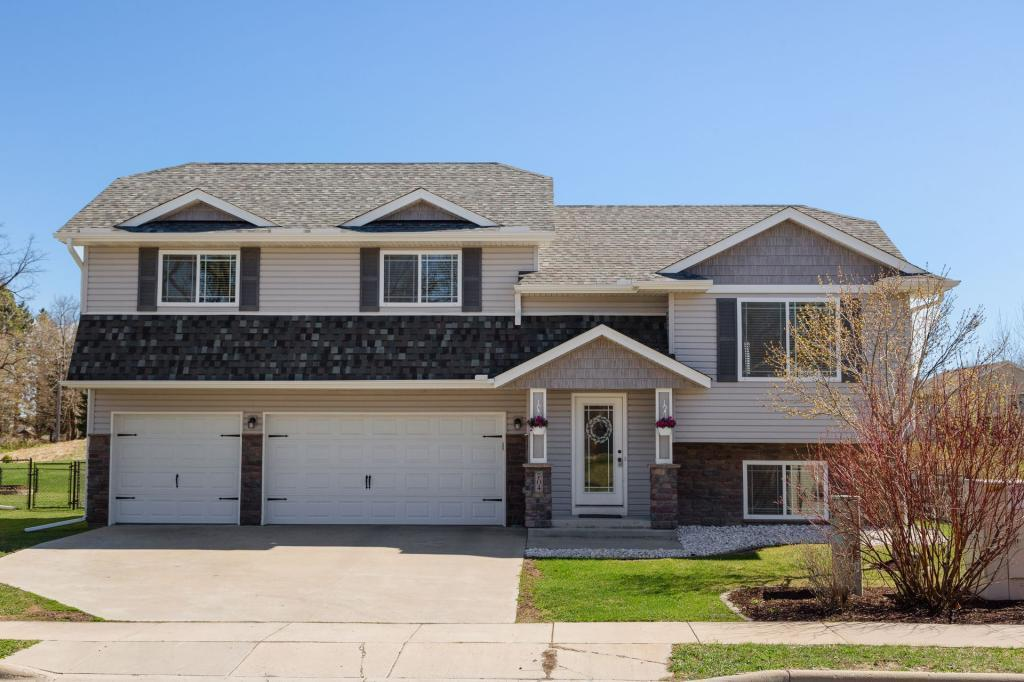 704 7th N Property Photo - Montrose, MN real estate listing