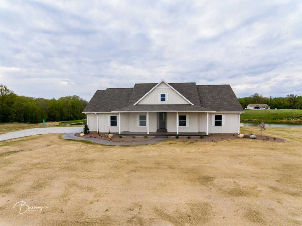 52623 Real Estate Listings Main Image