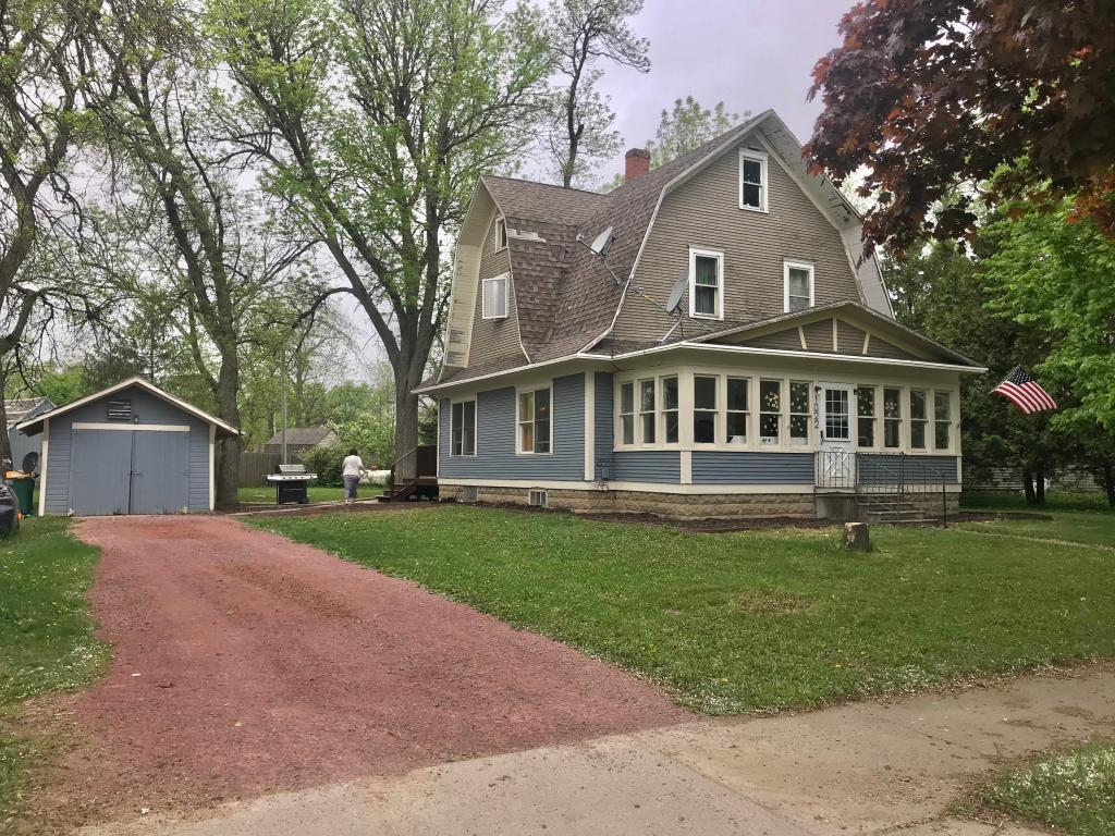 56137 Real Estate Listings Main Image