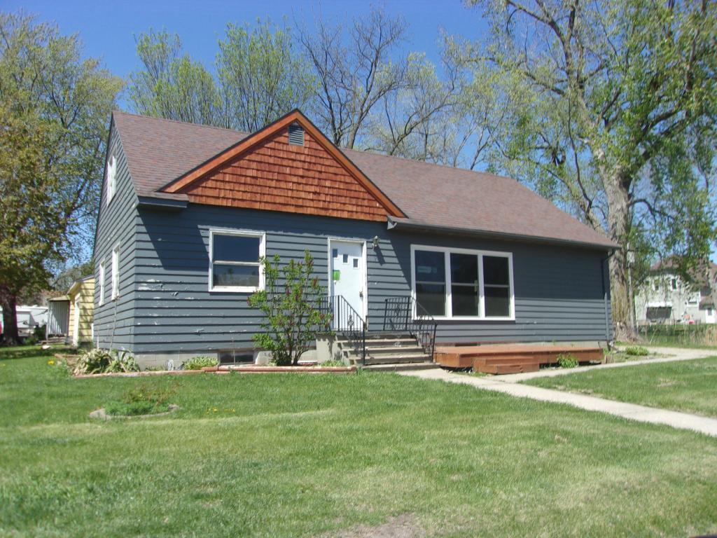 100 Birch Avenue N Property Photo