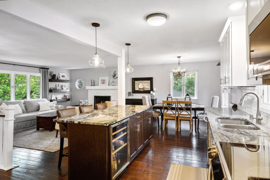 6821 Ridgeview Property Photo - Edina, MN real estate listing