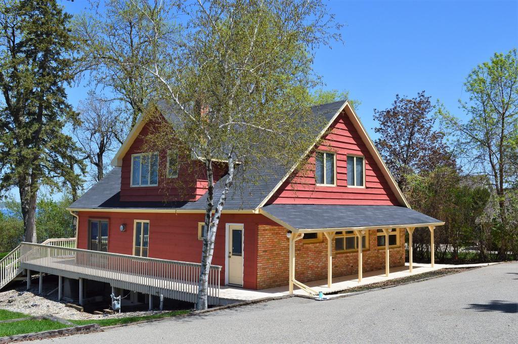 341 Lake Avenue S Property Photo