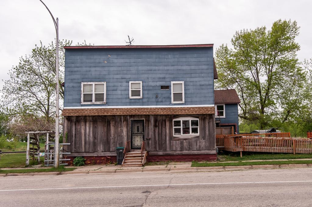 302 1st Property Photo